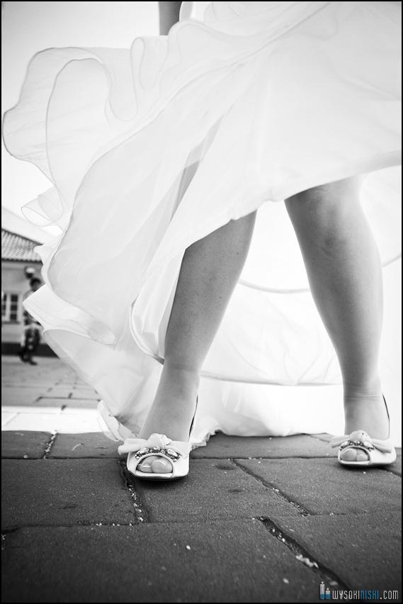 Pomiedzy kosciolem, a sala weselna