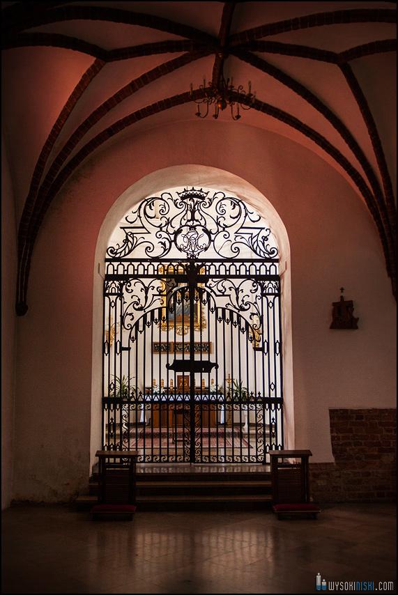 ślub na warszawskiej starówce, kościół przy rynku nowego miasta (6)