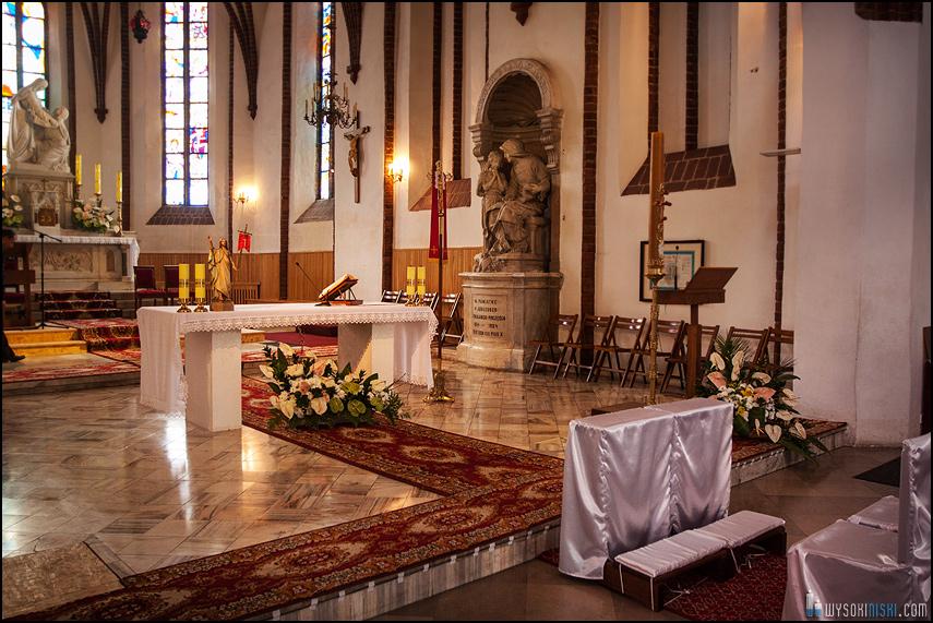 ślub na warszawskiej starówce, kościół przy rynku nowego miasta (4)