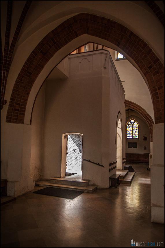 ślub na warszawskiej starówce, kościół przy rynku nowego miasta (2)