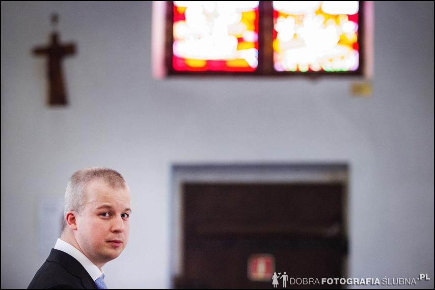 zdjęcia ślubne w kościele Nawiedzenia Najświętszej Marii Panny na Nowym Mieście w Warszawie (9)