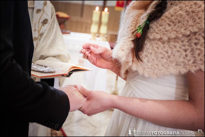 zdjęcia ślubne w kościele Nawiedzenia Najświętszej Marii Panny na Nowym Mieście w Warszawie (14)