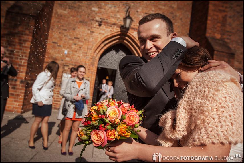zdjęcia ślubne w kościele Nawiedzenia Najświętszej Marii Panny na Nowym Mieście w Warszawie (24)