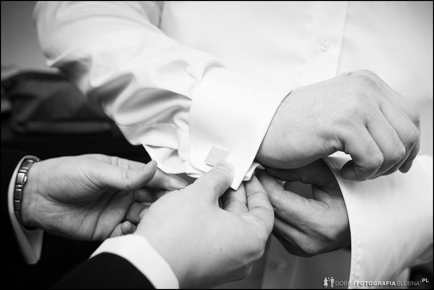 Przygotowania ślubne - spinki- fotograf Rawa Mazowiecka
