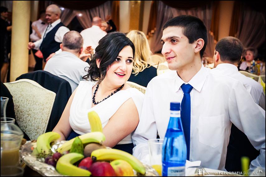 przy weselnym stole