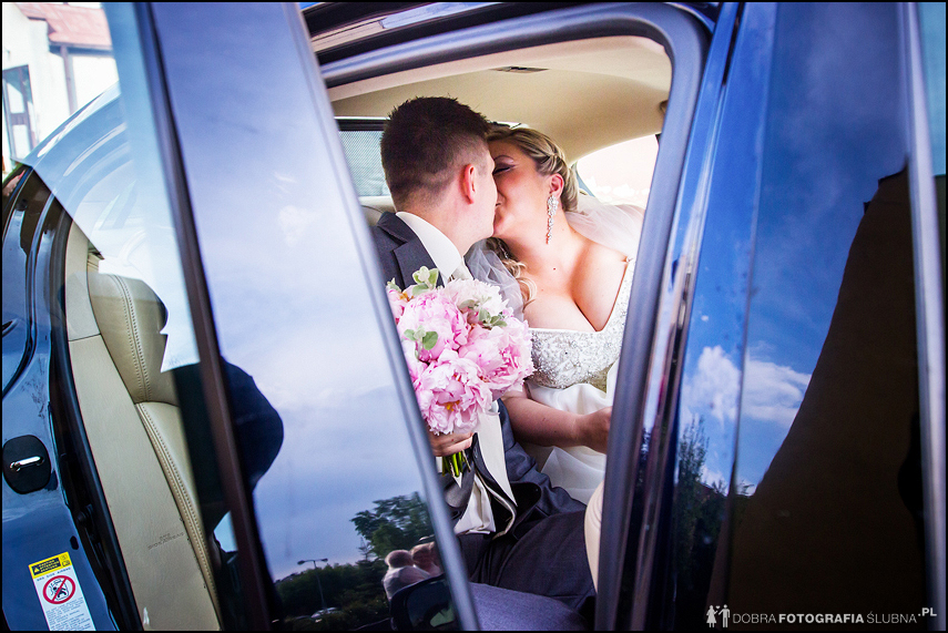dzień ślubu- samochodem do kościoła