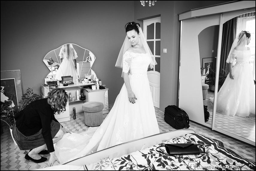 układanie sukni ślubnej