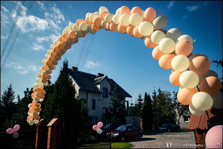 przed ślubem brama z balonów