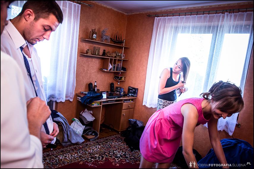 rodzina przygotowuje się do ślubu