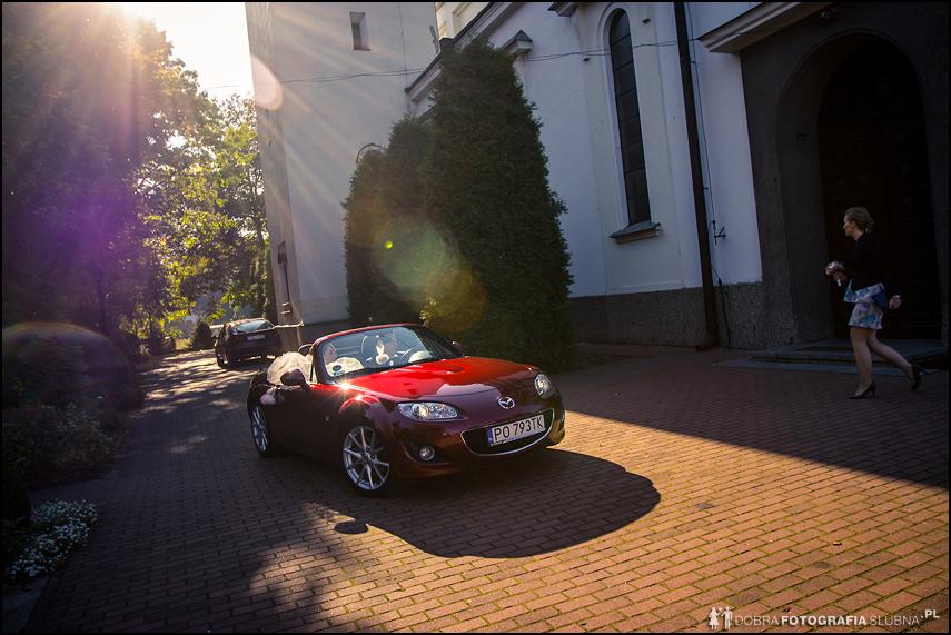 czerwony kabriolet do ślubu