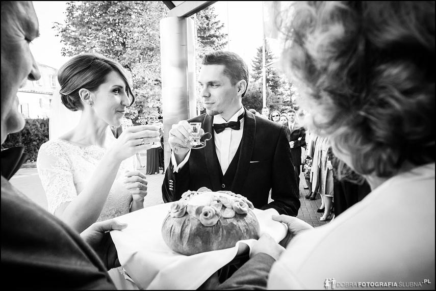 przywitanie chlebem i solą przed weselem