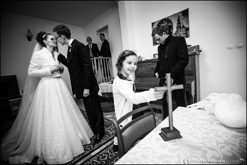 pocałunek przed ślubem