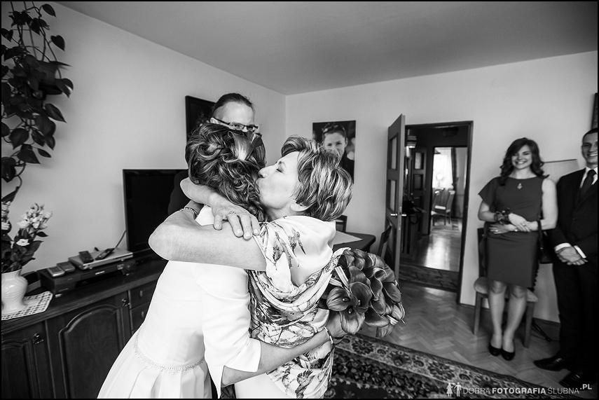 mama caluje dzieci ślub