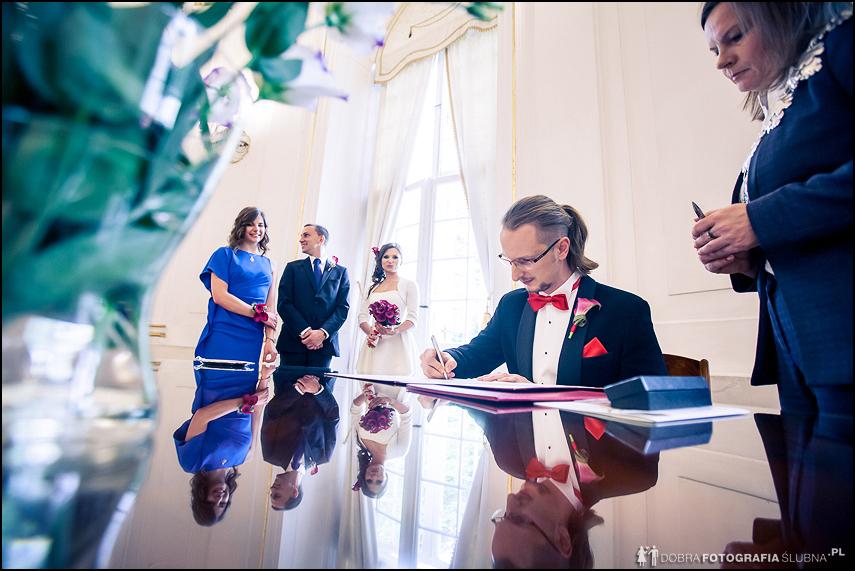 składanie podpisów fotografia ślubna jabłonna