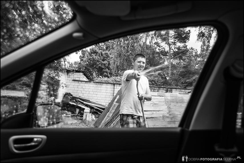 mycie samochodu wężem
