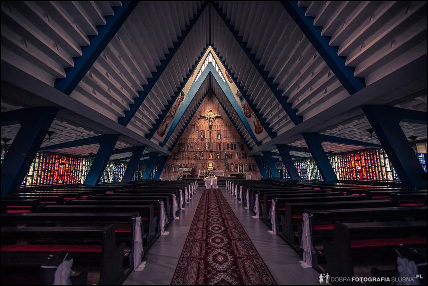 wnętrze kościoła w sulejówku