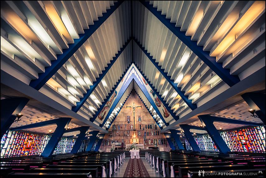 ołtarz kościół sulejówek fotograf na ślub