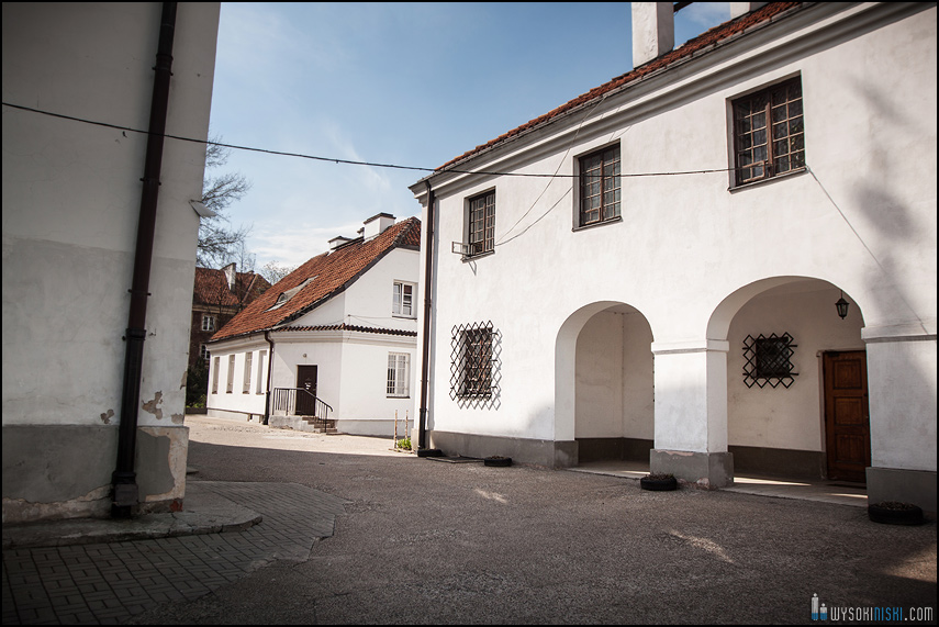 ślub na warszawskiej starówce, kościół przy rynku nowego miasta (16)
