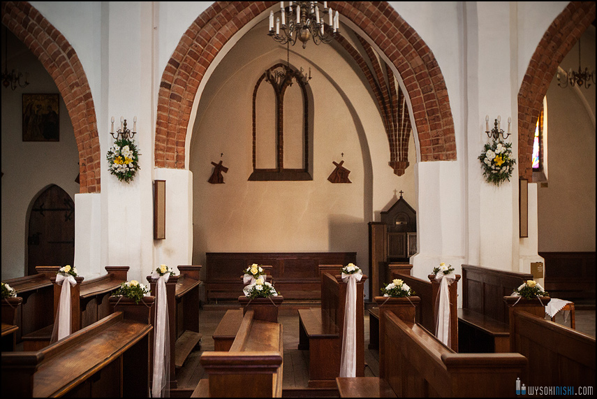 ślub na warszawskiej starówce, kościół przy rynku nowego miasta (7)