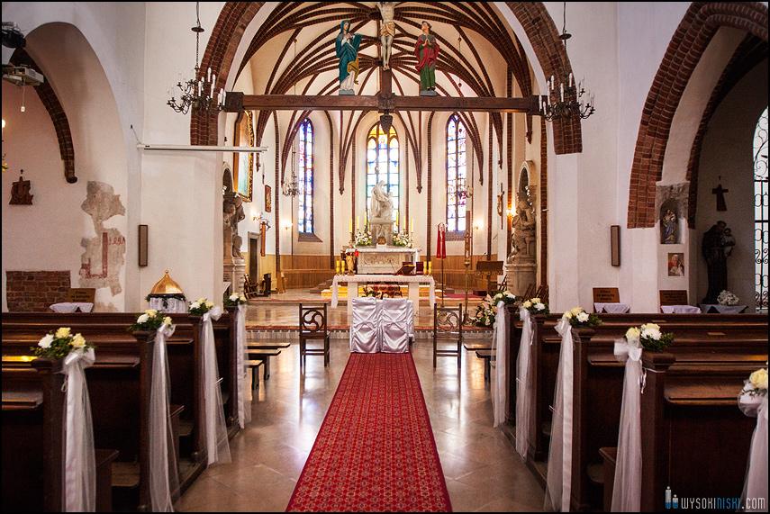 ślub na warszawskiej starówce, kościół przy rynku nowego miasta (1)