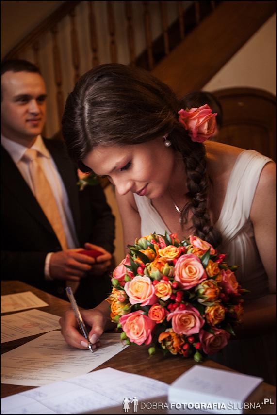 zdjęcia ślubne w kościele Nawiedzenia Najświętszej Marii Panny na Nowym Mieście w Warszawie (2)