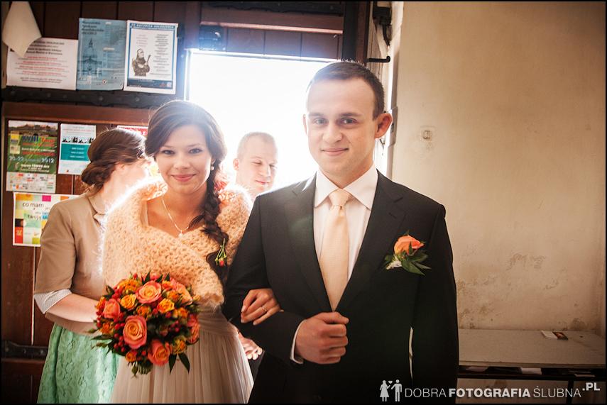 zdjęcia ślubne w kościele Nawiedzenia Najświętszej Marii Panny na Nowym Mieście w Warszawie (4)