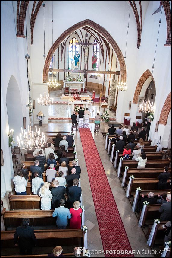 zdjęcia ślubne w kościele Nawiedzenia Najświętszej Marii Panny na Nowym Mieście w Warszawie (6)