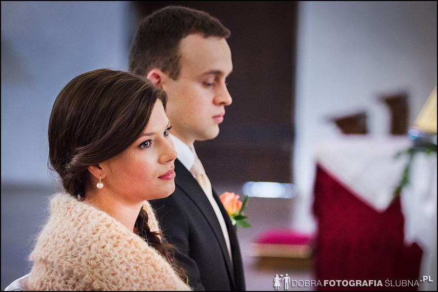zdjęcia ślubne w kościele Nawiedzenia Najświętszej Marii Panny na Nowym Mieście w Warszawie (8)