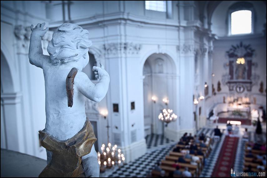 aniołek- dekoracja w kościele na Bielanach