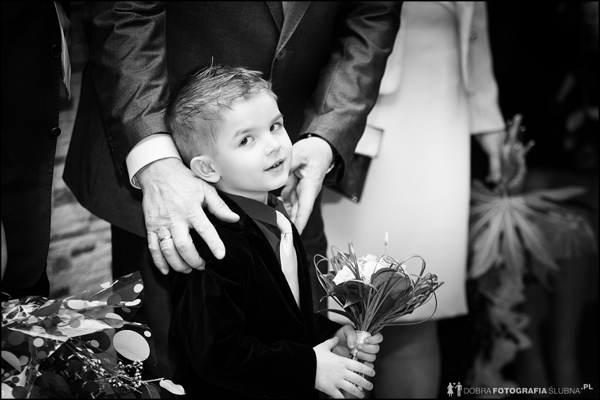 wedding photography: kid on wedding