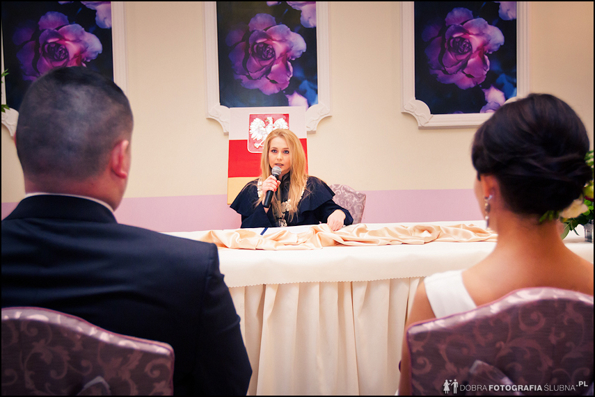 slub cywilny na sali weselnej
