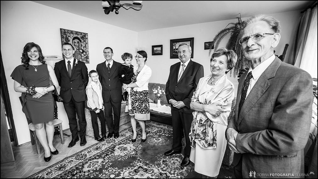 rodzina się uśmiecha