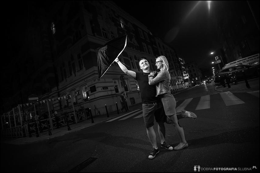 zdjęcie narzeczeńskie z parasolem